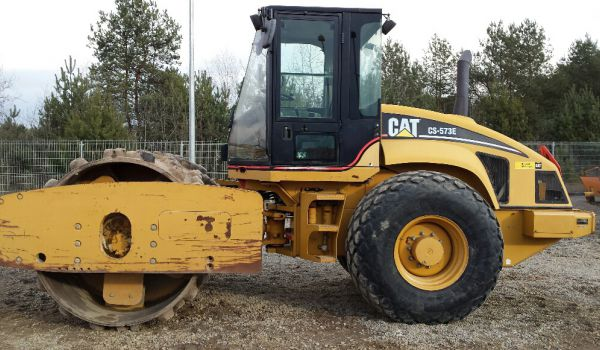 CATERPILLAR CS 573E